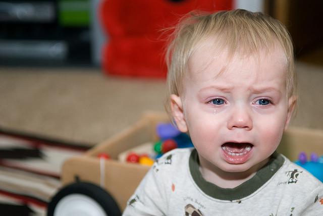 子供の寝起きが悪い 泣く原因と改善方法
