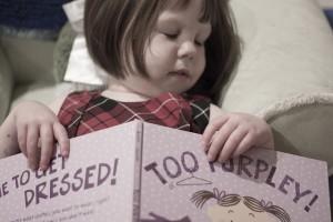子供の寝かしつけ 疲れさせる遊びと絵本より効果的な消灯後の語り聞かせ