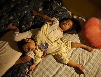 冬 子供が布団から出る ベスト レッグウォーマーを駆使し着せすぎず快適な眠りへ