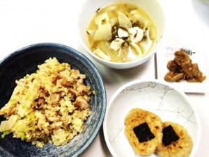 11月21日のごはん 600円以内 特製チャーハン 里芋の海苔焼き