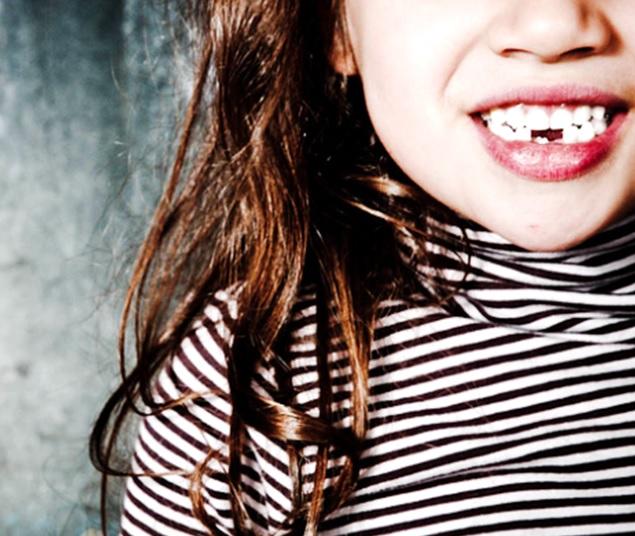 乳歯が抜ける前に永久歯が生えてきた場合 その後正常な位置に戻るのは本当か?