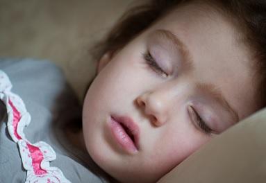 駄菓子のチョコを食べて眠くなった娘 血糖値の乱れが体に起こす影響
