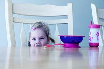 食事の時座らない子供 なぜ座るのか理由を話す 強要せず座るメリットを見せ続ける