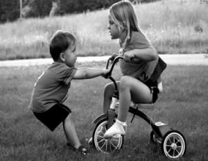 子供の兄弟喧嘩 友達との喧嘩 仲良く遊ぶ賢く遊ぶ 回避方法を子供に考えさせるすすめ