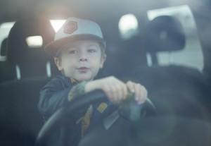 子連れで長距離ドライブ 高速移動 見落としがちな役立つ持ち物はコレ おすすめDVDも紹介