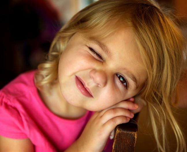 子供の瞬きが多いのはチック症かも なりやすい子 悪化する原因 どうしたら治る?