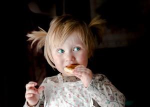 子供がおやつの食べ過ぎでご飯を食べない状況を変える方法
